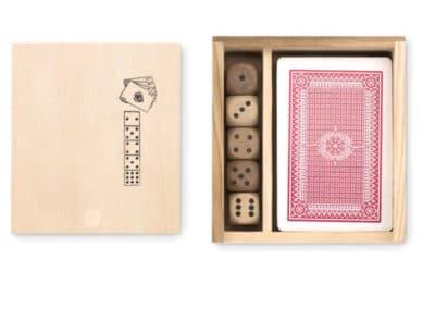 cartes à jouer avec dés